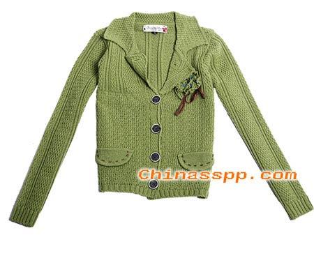 含蓄低调的诱惑,绿色褶皱打造性感与时尚兼具的优雅女人.jpg