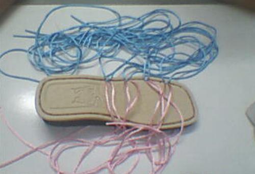 这是前后排为3个菱形的编织鞋样