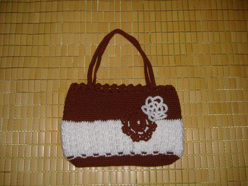 这是第一件——一个小包包