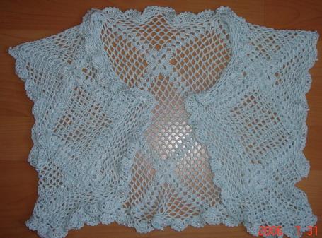 第一件穿着不合身,第二件终于能穿了,前片的下摆多钩了四行的鱼网,原板的太窄了