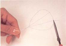 6. 将花瓣上的支架向后拉成凹进状(花瓣共15片,其中