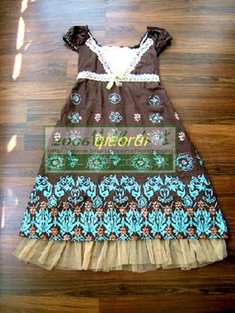 这是原来的韩版裙子.这个边边走起路来太飘,显是有点太短.