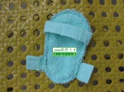 4.把两片鞋底缝合在一起,缝好鞋面和鞋帮
