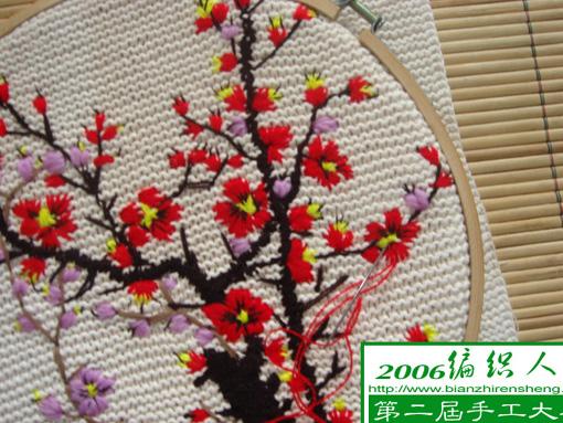 用红色线绣梅花的花瓣