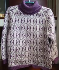 这件是紫色和白色拼织的,花纹已不知从哪本编织书上看到的,很久了.