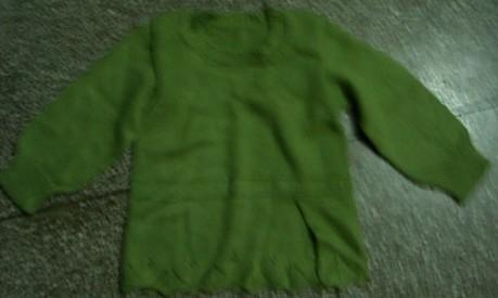 给女儿绿色毛衣