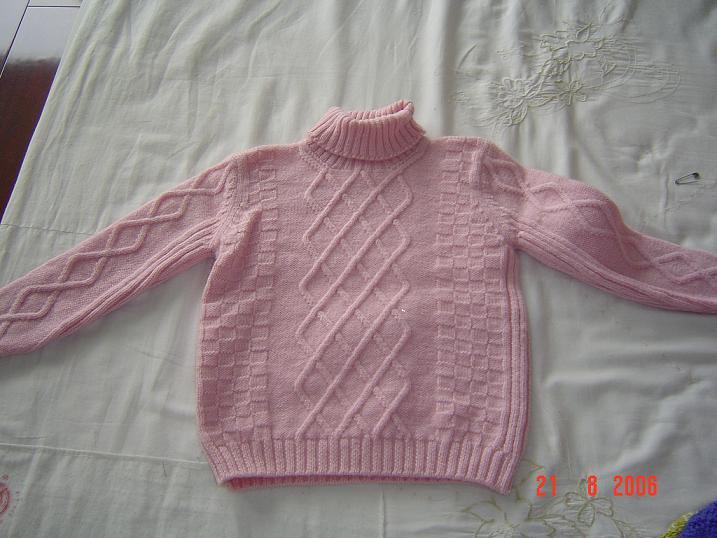 粉色套头衫