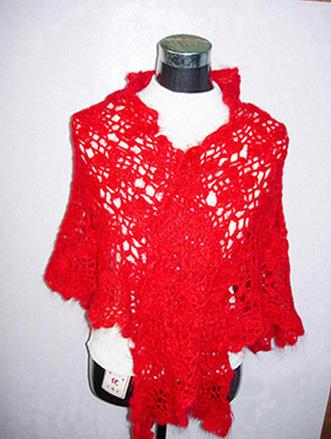大红马海毛手钩披肩,此披肩是手钩拼花编织而成的.