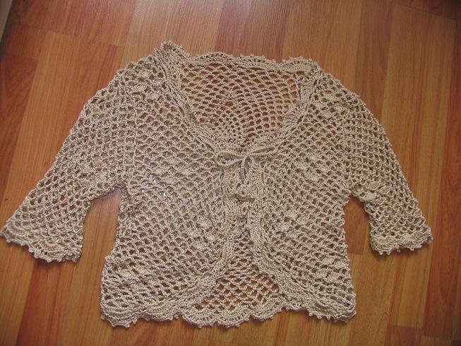 用风的丝麻线钩的中袖衣(相片拍丑了)
