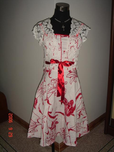 这件钩好很久了,没时间传上来.前几个月朋友结婚,我穿了它去参加婚礼,喜气洋洋的,又因为是自己钩的,大受好评
