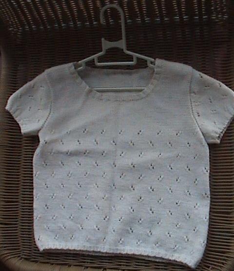 白色镂空短袖,简单大方.