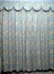 再来两个窗帘的整体图片