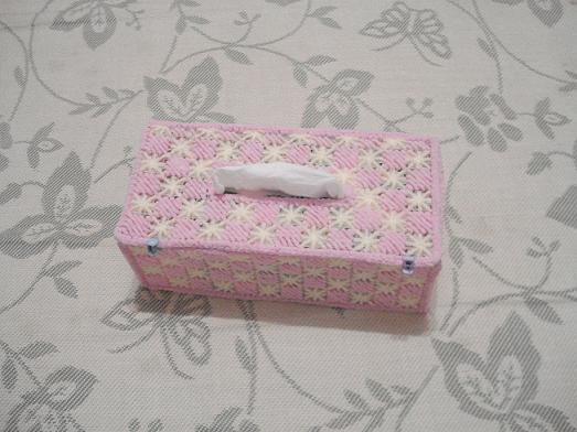 2、米米妹的毛巾线+网片织的纸巾盒