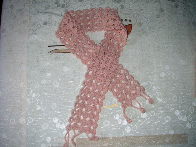 又钩了一条小围巾来配它,1.5mm的钩针,50g线线