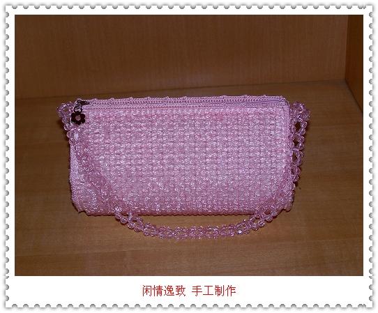 一个粉色的珠珠包