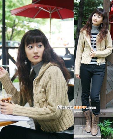 灰色针织毛衣让你感怀儿时的温暖,短靴的搭配让都市中的你刚柔并进