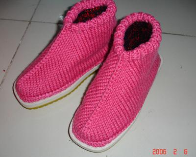 毛线编织的棉鞋