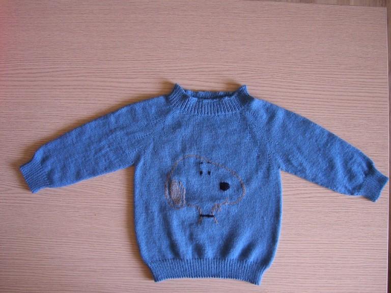 第一件,套头衫,送给老公两岁外甥的。很久没织毛衣了,领口忘了用细针。