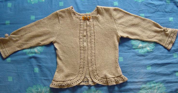 这件不知是什么线,织出来穿在身上软塌塌的,女儿穿了一次说没人说漂亮,就在也不穿了