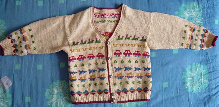 这是当年给小侄子织的,所以都是些男孩子喜欢的图案,现在是女儿的了