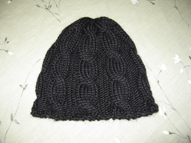 剩余的毛线给自己织了个帽子