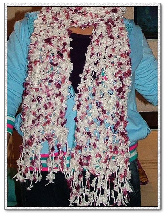 用青青鸟家的葡萄线,织的第一件作品,是给俺们家的太上老君的哦,返工一次,不过她老人家还是满意的哈。呵