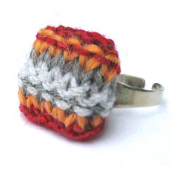 knit-grey-red-ring.jpg