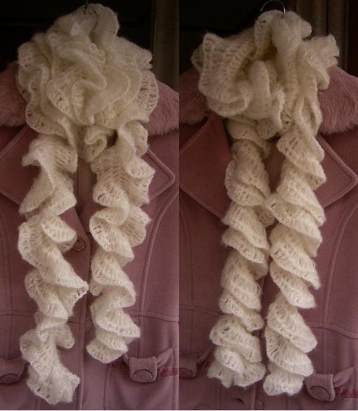 一条围巾两种效果,左边是平铺的海带形,右边是多卷一下的螺旋形