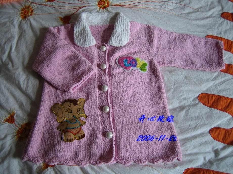 用米米妹的毛巾线给小侄女织的大衣,这线线很省的哦,只用了三两多点(正面)