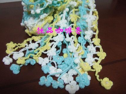 偶又把姐妹们的围巾稍改造了一下,每个小尾巴上加了个小珠珠,最近好象特别喜欢小珠珠