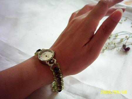 天然水晶链腕表每款只一条,售价79.00元