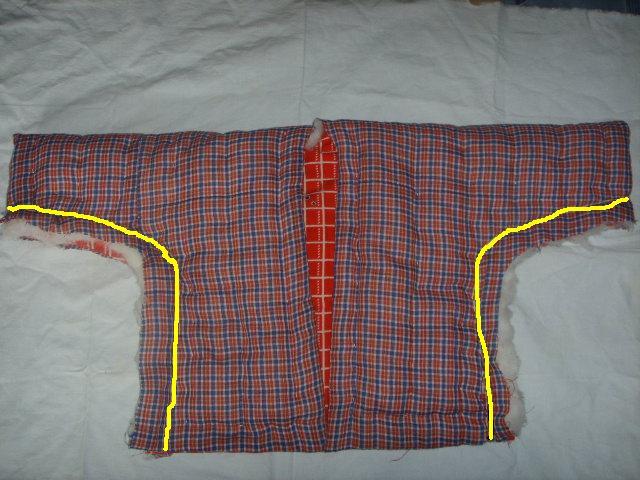 7.反面按黄线把前片的里子,面子缝好,留后片的里子棉花不缝
