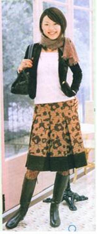 先来看看原图,这是本月上海服饰里的一款秋装裙子,个人认为比较简单,所以做了教程给大家。
