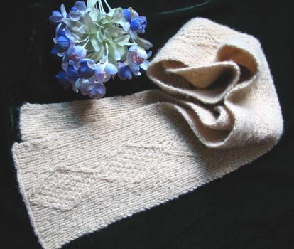 这是用流行家编织型夹金丝的马毛给儿子织的围巾