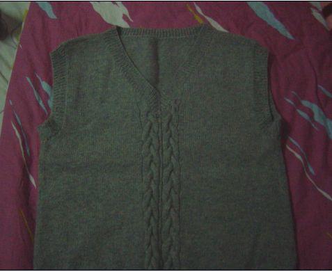LG的,去年织的,衣衣大了,可惜LG一年比一年瘦,衣衣不会瘦呢
