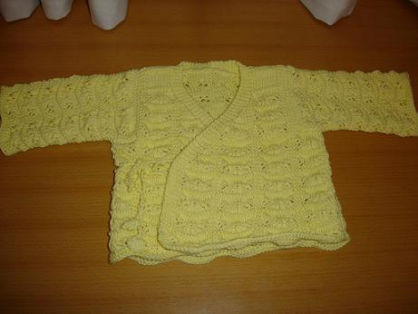 第一件宝宝毛衣,式样很时尚哦.