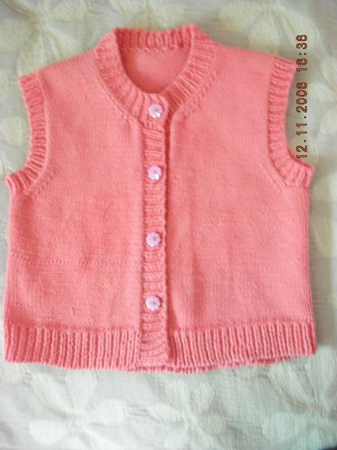 罗敷世家-翊的棉线织的背心,也是平针,先是女儿要学着织,没织多少就不织了,后来我接着织,看到没右边有