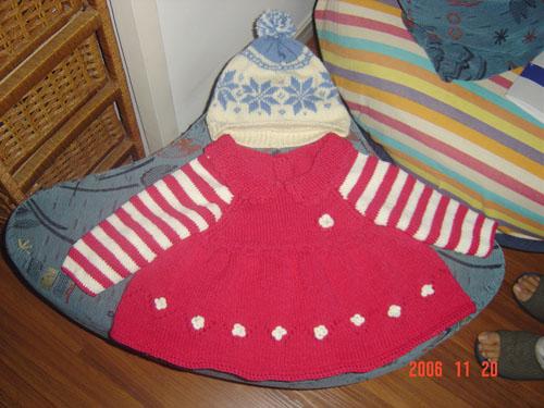 玫红色毛衣