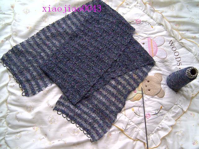 这是给妈妈织的,小围巾可是大工程呀,特细的线