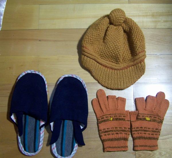 儿子的帽子,手套;别看手套不好看,露三个指头,很实用哟!