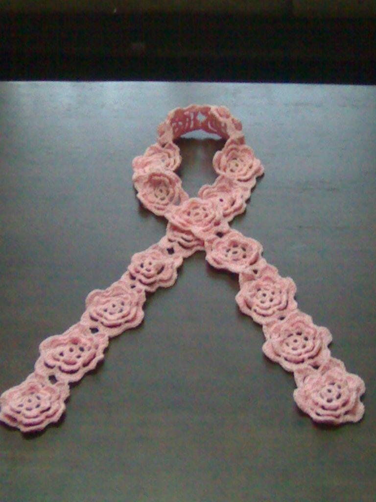 粉色钩花围巾.JPG