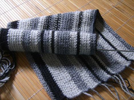 正在给哥哥织的围巾