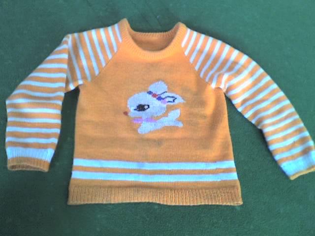 这件还是怀孕就织好的,穿到现在了!袖子跟正身都加长过!羊毛就是这么好,一洗就看不出痕迹了!