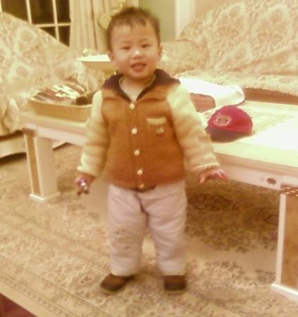 这就是我家侄儿上衣也是仿的
