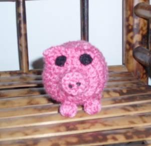 书架上的小猪.jpg