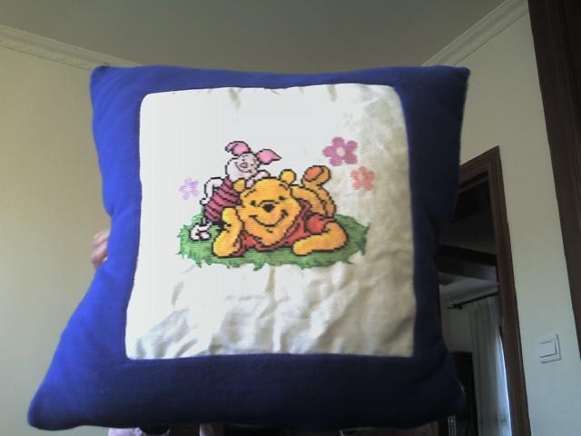 维尼熊和伙伴.这是第一件作品,完成后找点布做了个靠垫,软软的很舒服
