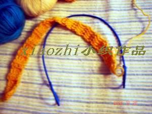 钩一条包住铁丝的带子,周长与折好的铁丝相符