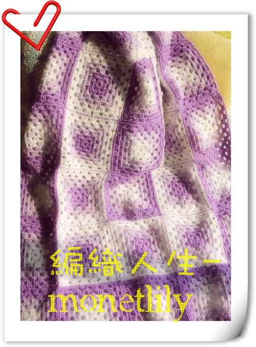 哈,去年钩的毯子了,刚好现在用着,就拍了一张,三种颜色毛线钩的