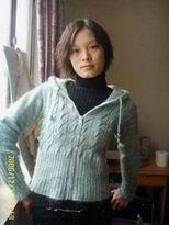 里面的黑色毛衣也是我织的呢!