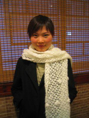 仿的白色立体花围巾